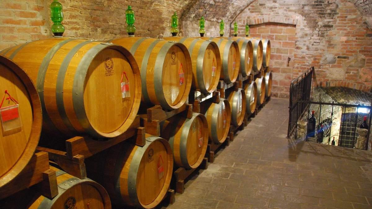Чому вино витримують у дубових бочках та які є альтернативи