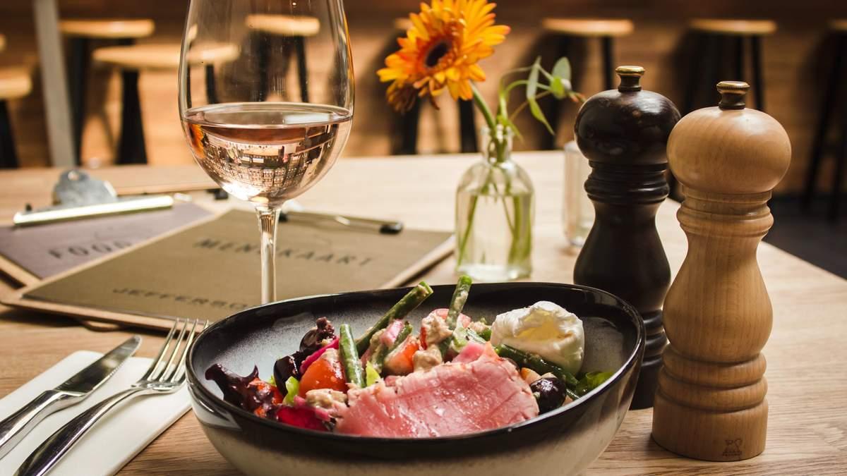 Цікаві поєднання вина та улюблених салатів