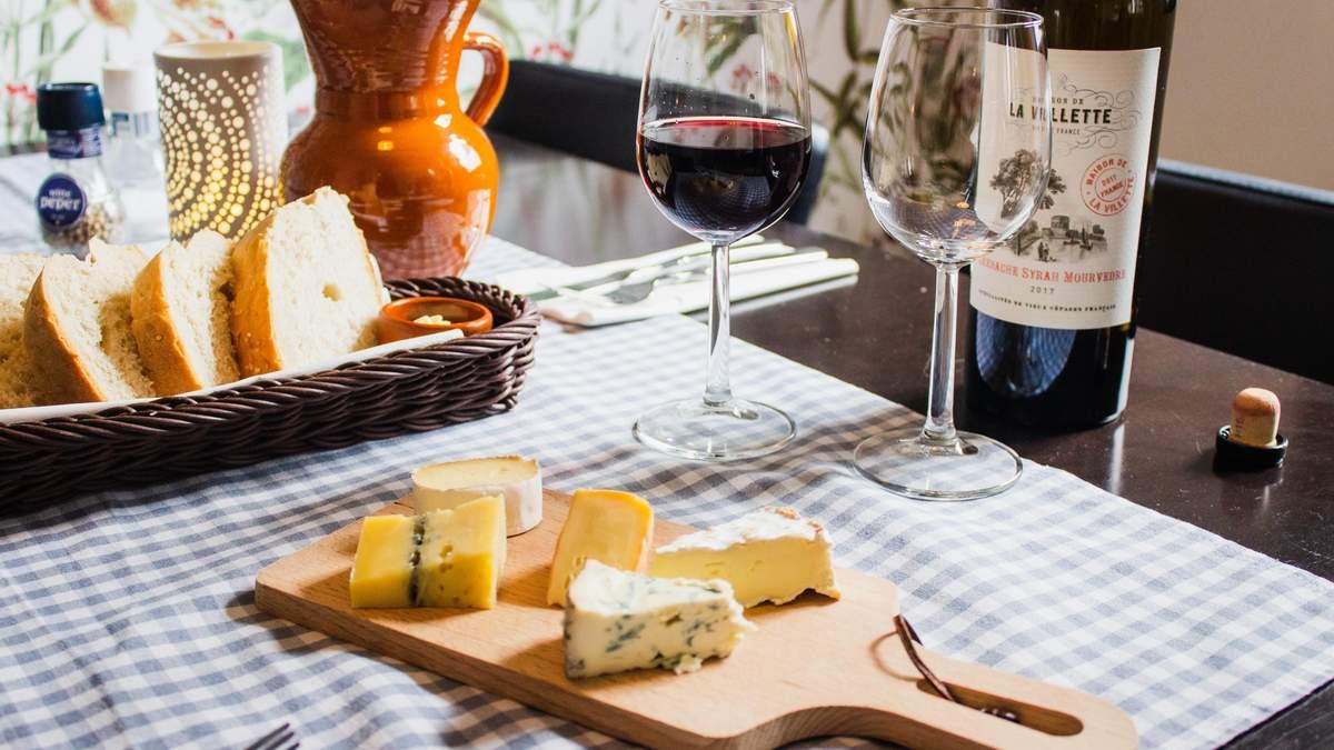 Поєднання вина і сиру: конкретні назви, які спрацюють