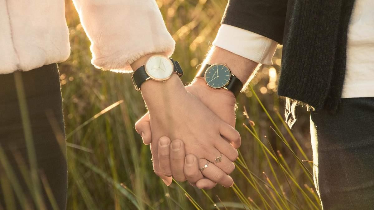 На якій руці треба носити годинник