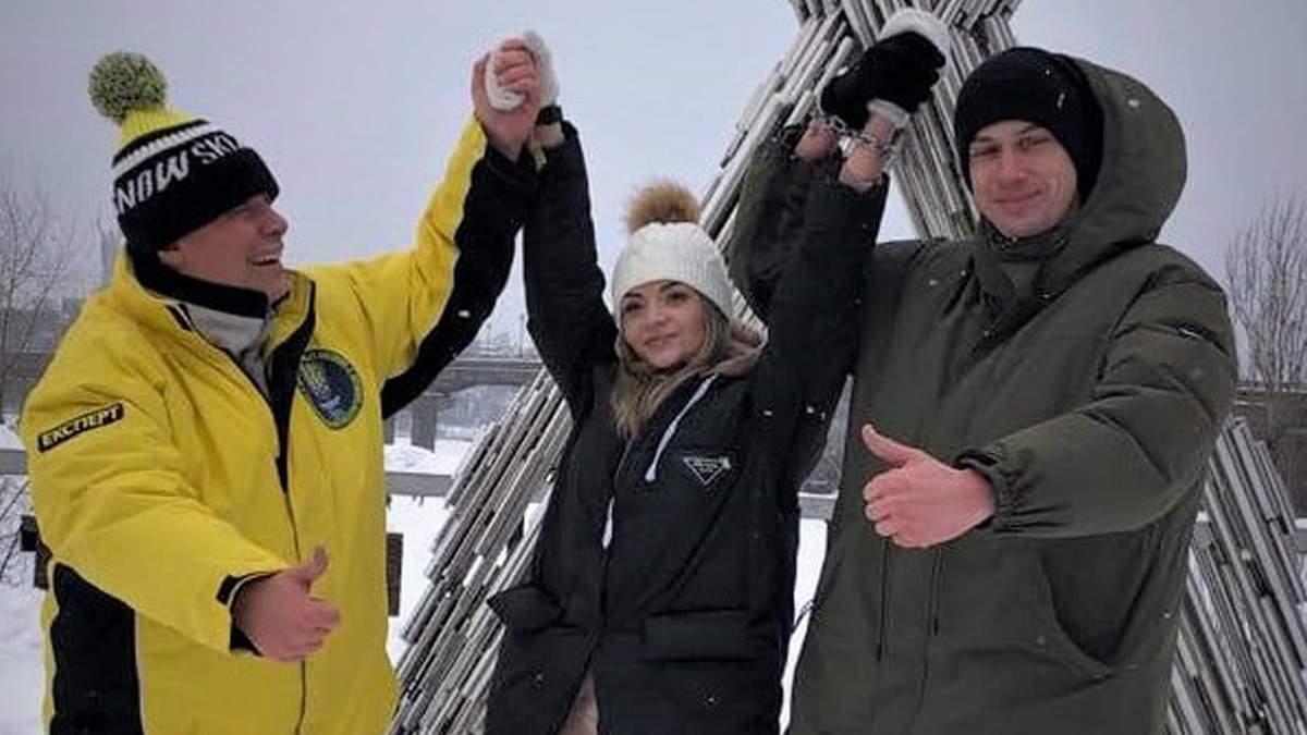 В Киеве влюбленные приковали себя цепью: они будут жить так 3 месяца