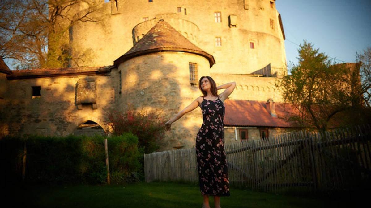 Невероятная авантюра: пара прожила 2 года в древнем 550-летнем замке