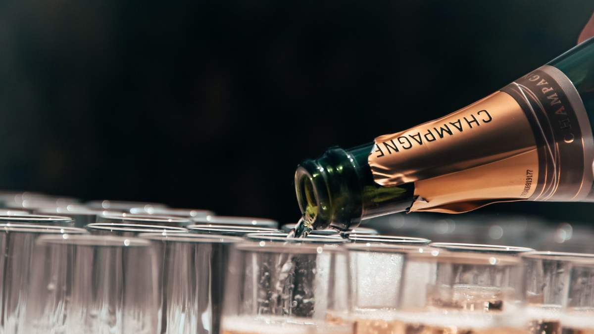 Як правильно зберігати ігристе вино вдома: корисні поради