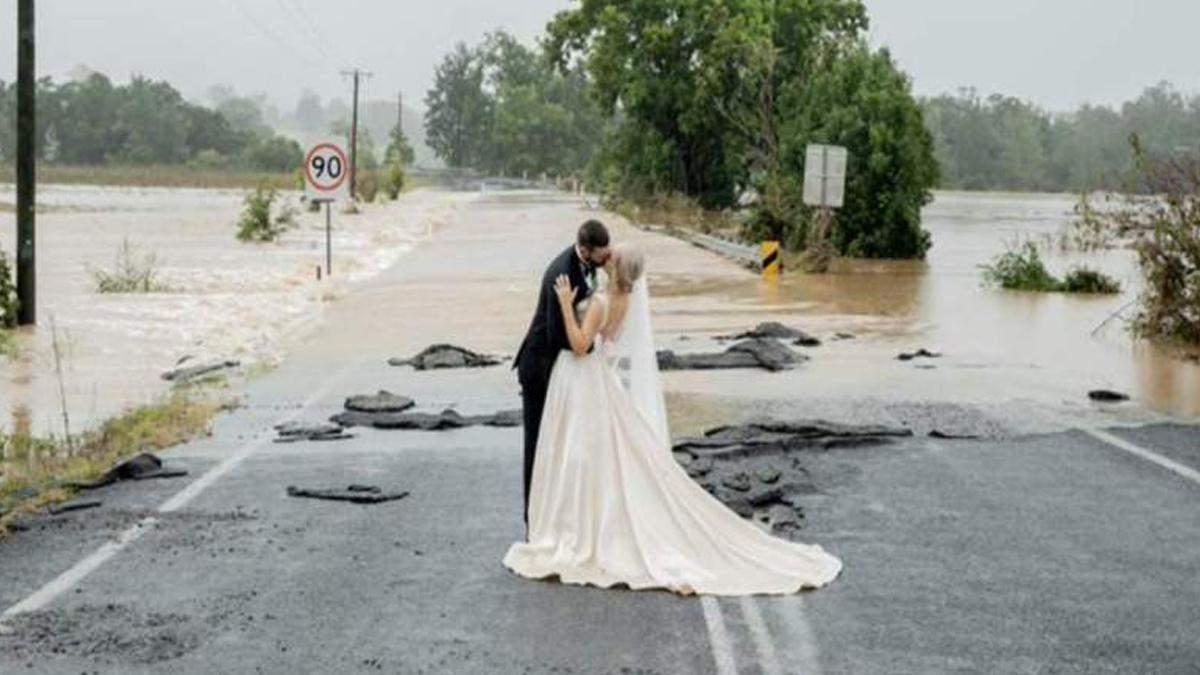 Невеста не могла попасть на свадьбу из-за потопа: что ее спасло