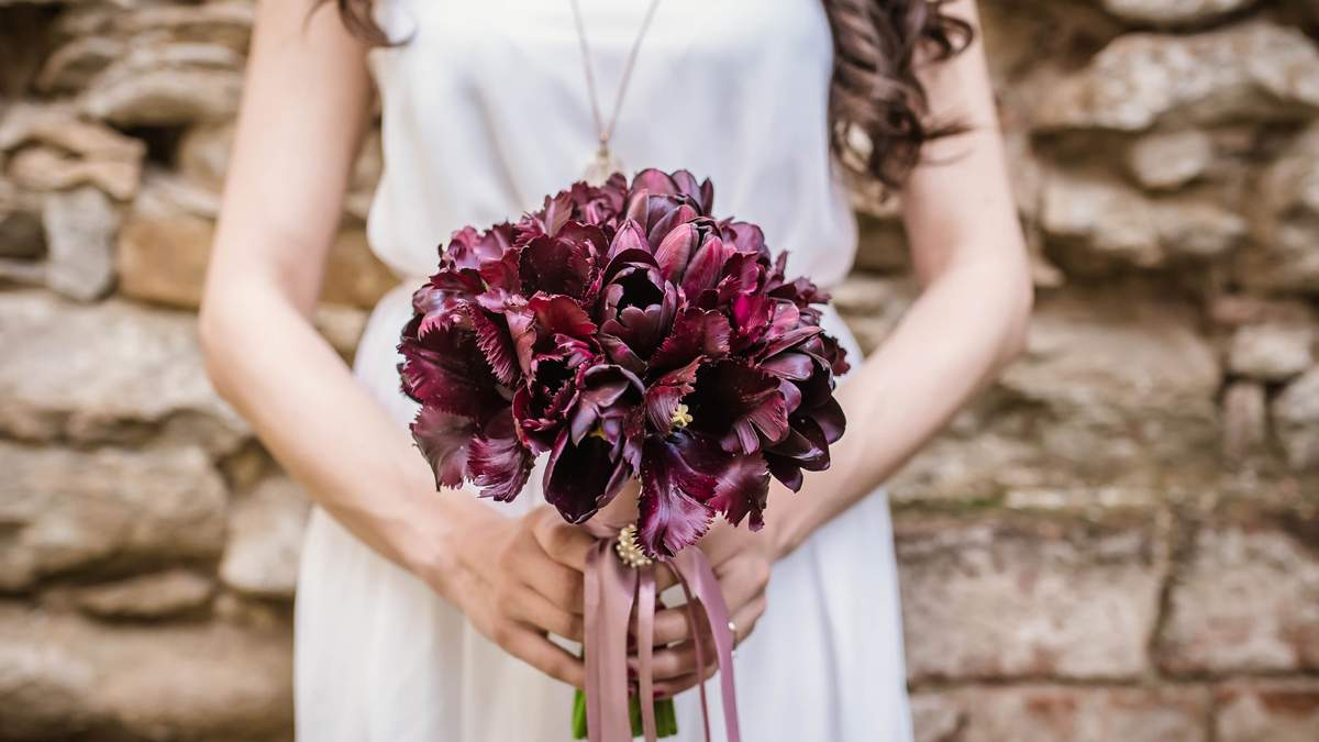 Мама зустріла на весіллі дочку, яка зникла безвісти: вона була нареченою її сина