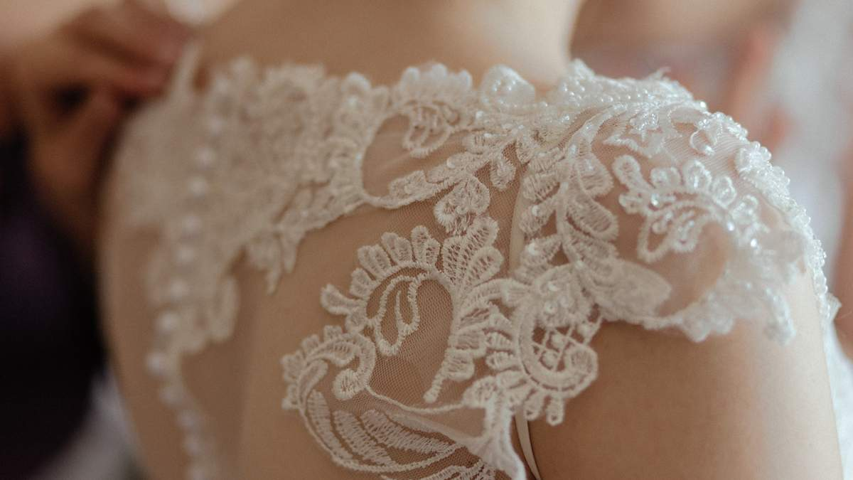Женщина заказала свадебное платье, но случился провал: что было в посылке