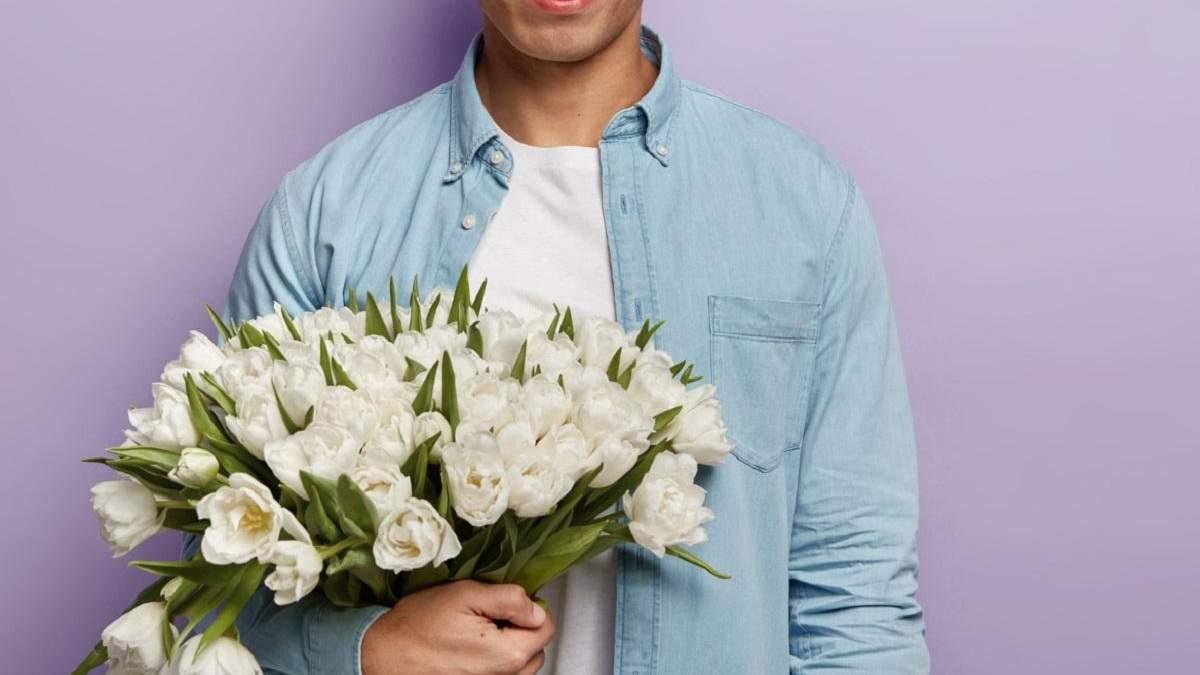 Букет коханому або начальнику: чи можна дарувати квіти чоловікам