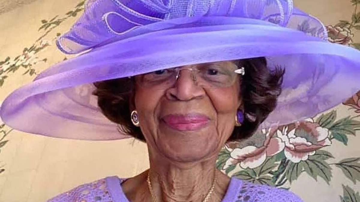 Бабуся зі США щонеділі одягає вишукані наряди на віртуальні богослужіння: неймовірні образи