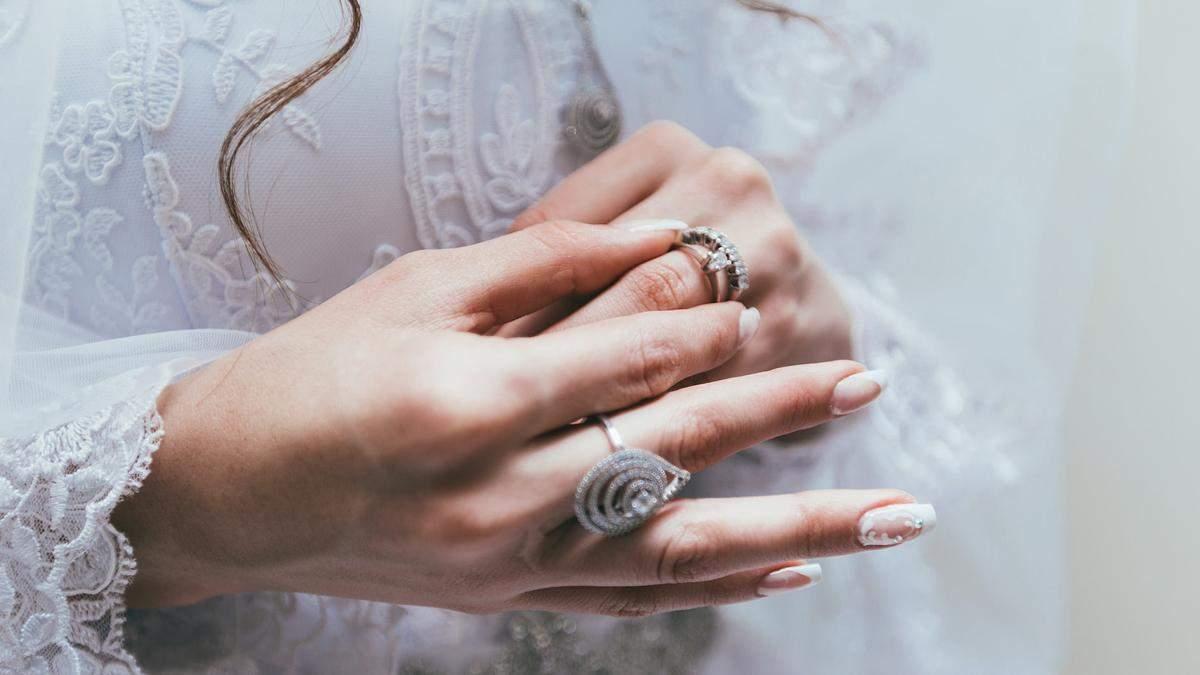 Пара чуть не разошлась из-за неудачного кольца: любимая не оценила бриллиант
