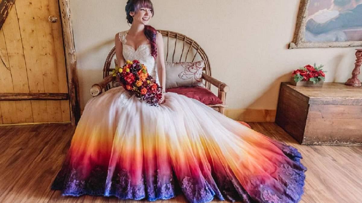 """Художница делает свадебные платья в технике """"обмре"""""""