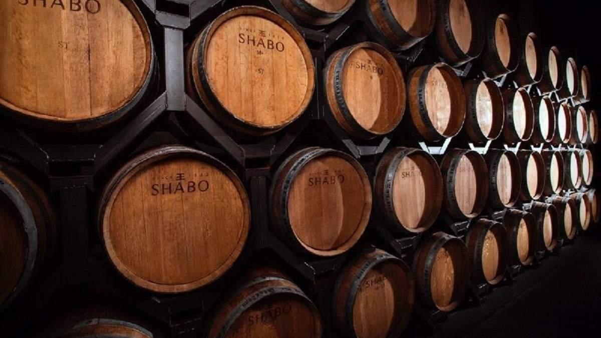 Чи справді витримка в дубі робить вино кращим