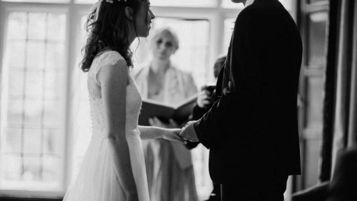 Дівчина знайшла записку у своїй весільній сукні