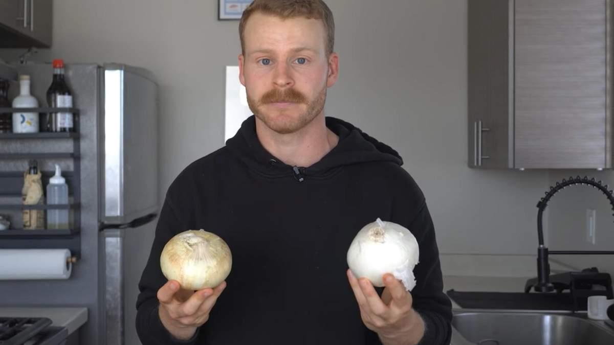 Повар показал, как нарезать лук без слез