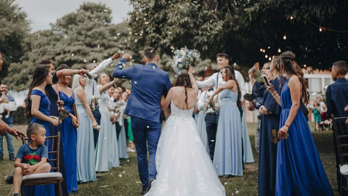 Невеста умоляла гостей вымыть посуду на свадьбе: почему она это просила
