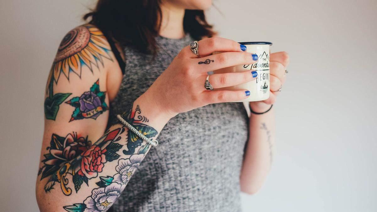 Парень разлюбил девушку из-за неудачной татуировки: что она набила