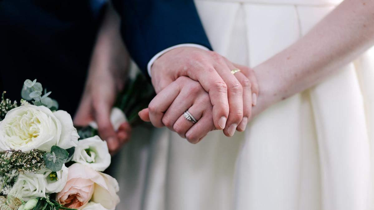 Объявления года: невеста платит 1000 долларов тому, кто обуздает свекровь на свадьбе