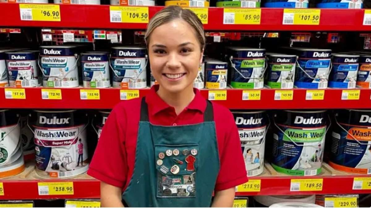 Знайшла роботу мрії: дівчина покинула навчання, щоб працювати в магазині - Life