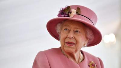 """Ее величество отказывается: почему королева Елизавета не приняла награду """"Старожил года"""""""