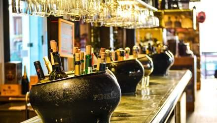 Чи можна приходити в ресторан зі своїм алкоголем: що таке cork fee