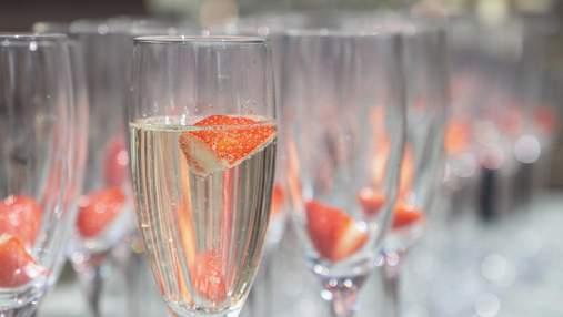 Ужин с вином: игристое SHABO Special Edition полусухое розовое и салат с клубникой
