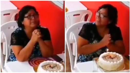 Жінка святкувала День народження наодинці: як її зворушили незнайомці – відео