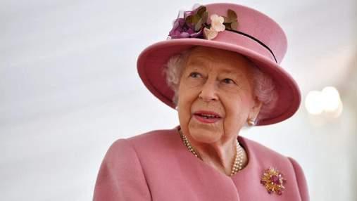 """Її величність відмовляється: чому королева Єлизавета не прийняла нагороду """"Старожил року"""""""