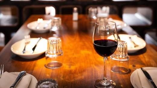 Пара замовила у ресторані вино за 18 доларів, а отримала – найдорожче: деталі курйозу