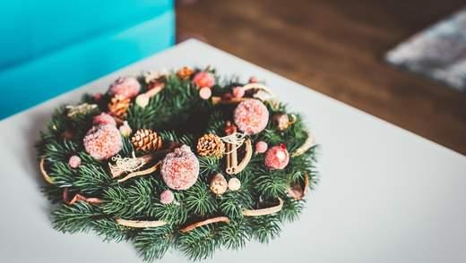 7 новорічних букетів та композицій, які прикрасять ваш святковий інтер'єр - фото